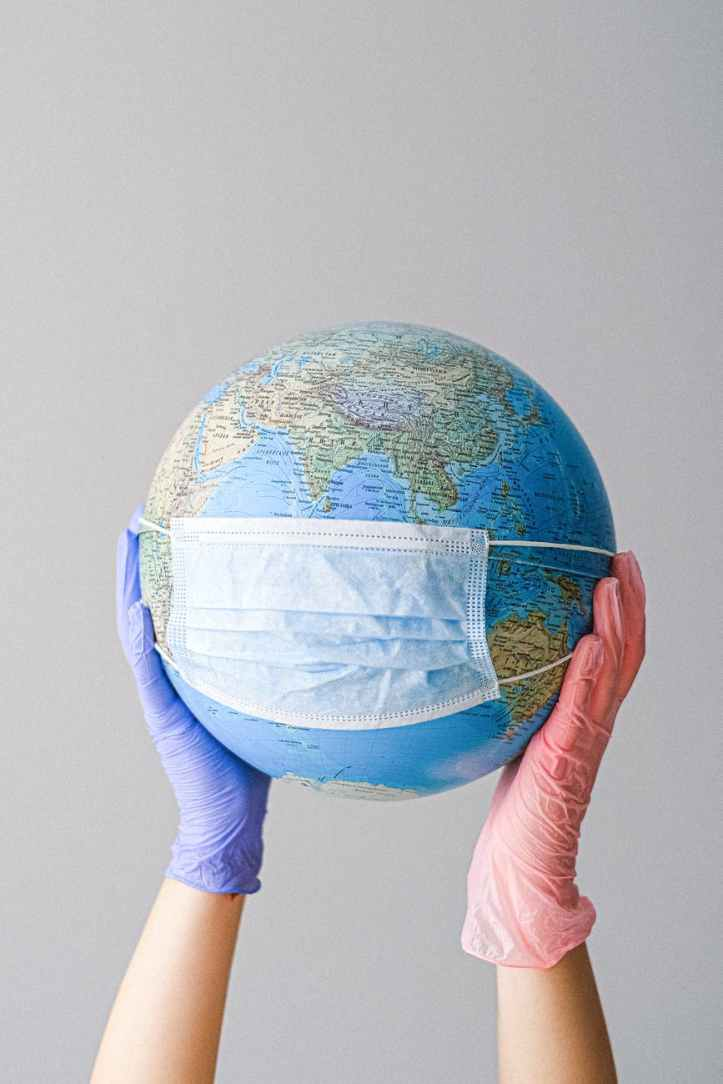mains terre porter environnement