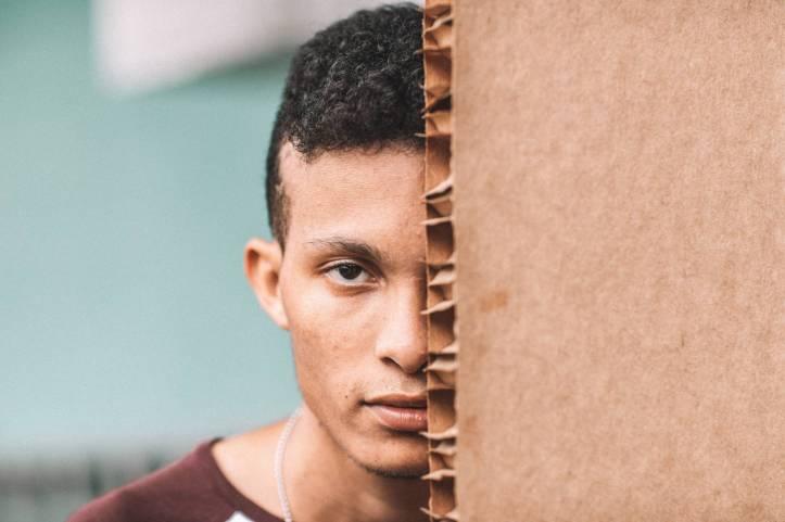 cacher carton expression du visage expression faciale