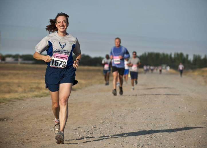 athletes cardio chemin de terre coureurs