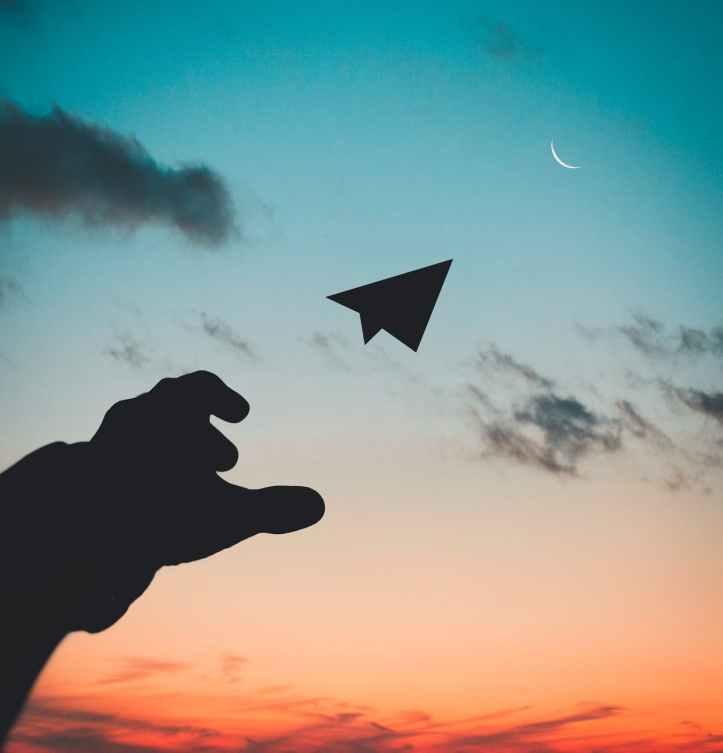 a contre jour aube avion ciel