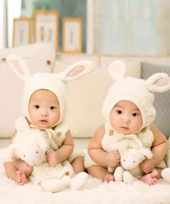 bebes enfants jumeaux mignon