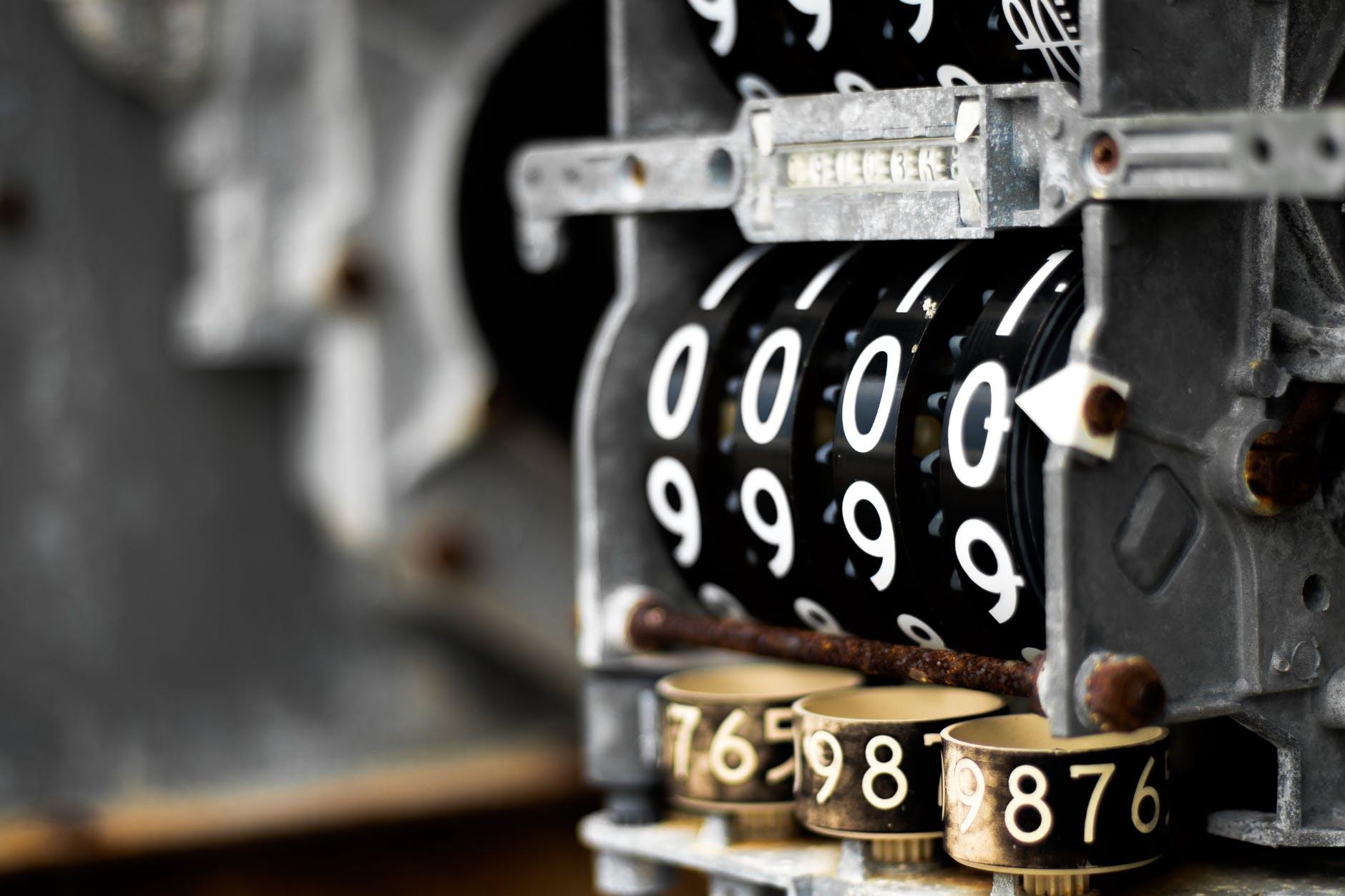 a l interieur acier antiquite chiffres