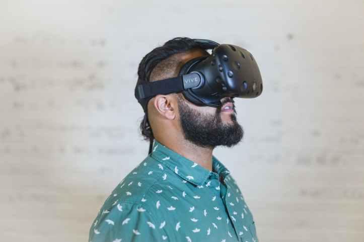 casque de realite virtuelle homme htc vive loisirs