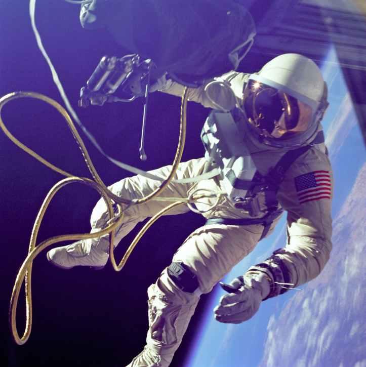 astronaute sur la planete