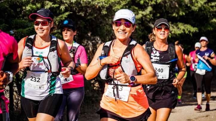 groupe de personnes faisant le marathon